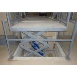 """Гидравлический подъемный стол в магазине """"Магнит"""""""