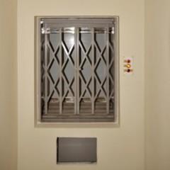 Грузовой мачтовый лифт для столовой CMInd-П2-100-700х500
