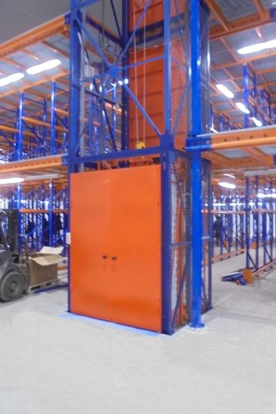 Грузовой подъемник для склада CMInd-К2-1000-1500х1500х2800